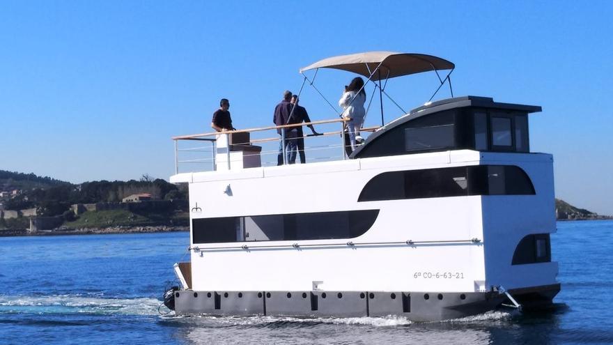 El primer barco-apartamento turístico de Galicia se estrena en Baiona