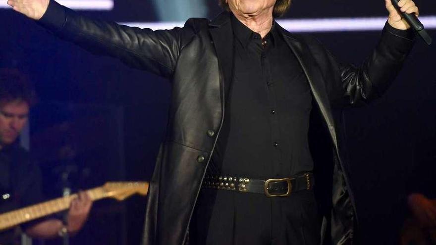 Raphael entra en el programa de las fiestas con un concierto el 4 de agosto, en María Pita
