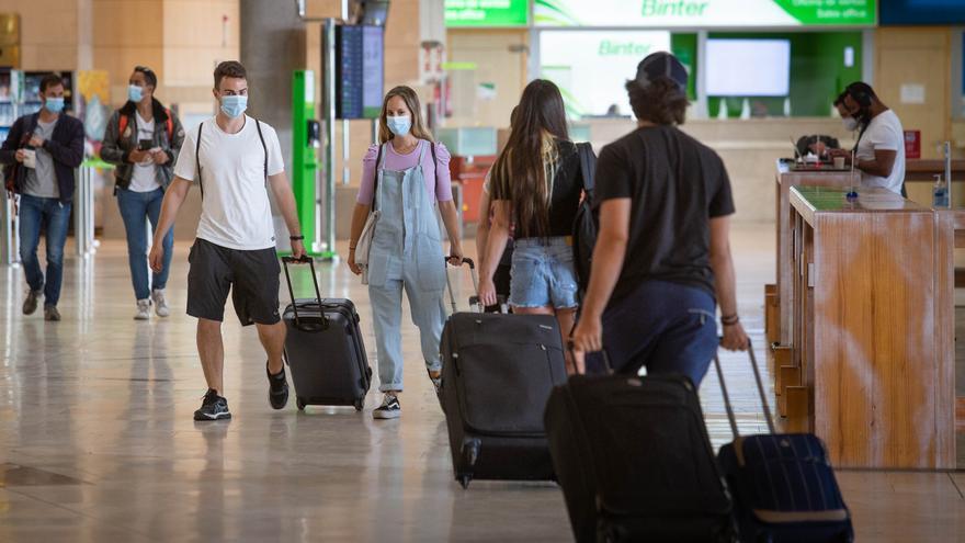 Reino Unido vuelve a excluir a Canarias de la lista de destinos seguros para viajar