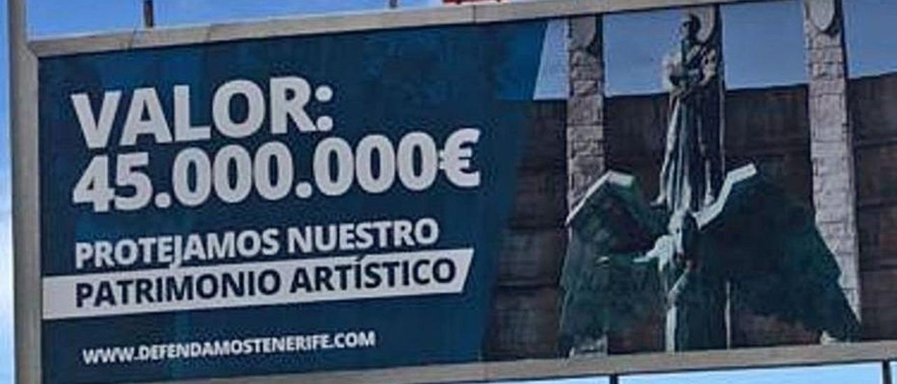 Valla publicitaria con la imagen del monumento a Franco, situada en la TF-2