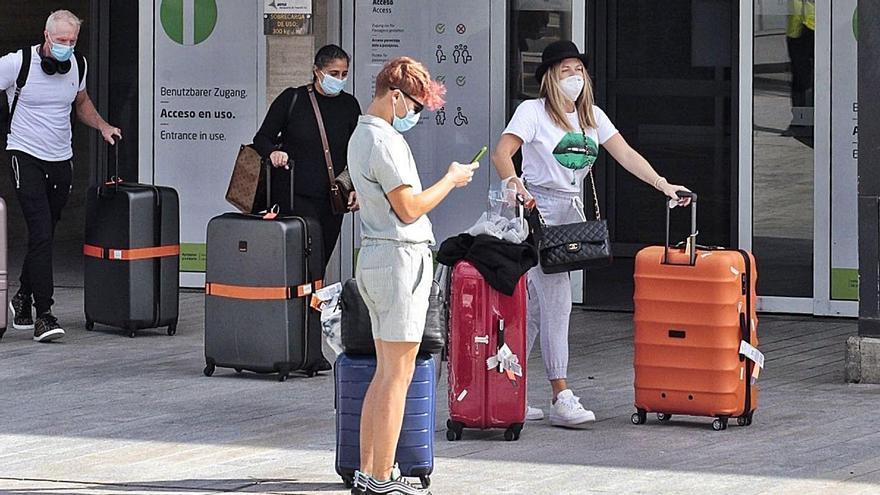 Los aeropuertos recuperan a 6 de cada 10 pasajeros perdidos por la pandemia