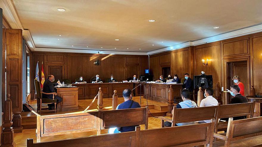 El fiscal reduce su petición de condena a los acusados de estafa por provocar accidentes