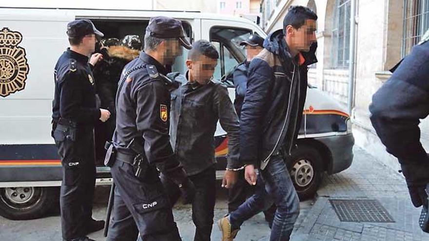 Ordenan la expulsión de nueve adultos llegados en patera a Mallorca