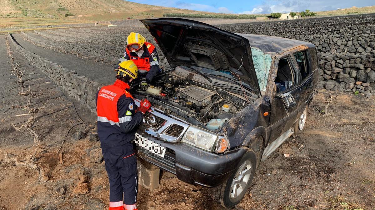 Una mujer herida tras salirse de la vía con su vehículo en Lanzarote