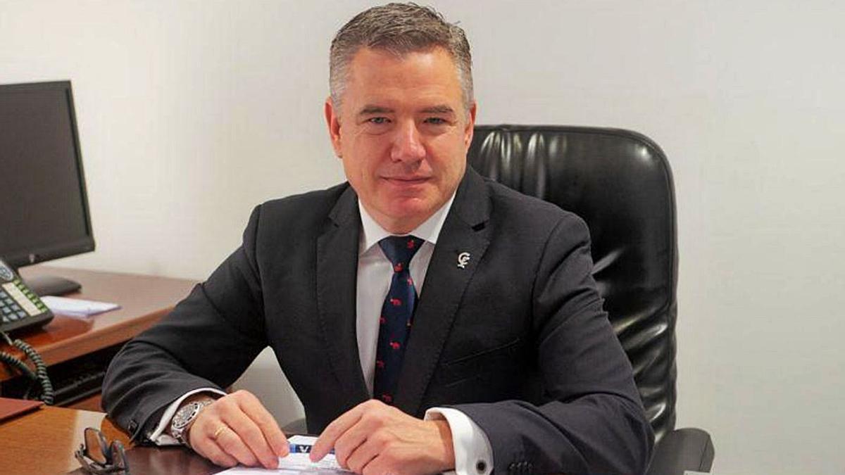 Rafael Casaño, presidente del Colegio Oficial de Farmacéuticos de Córdoba, en su despacho.