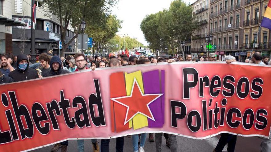 Una manifestació a favor dels presos independentistes acaba amb càrregues policials a Madrid