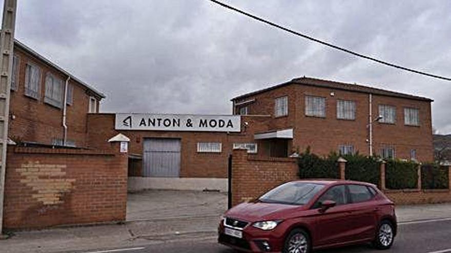 La fábrica Antón Moda, con una veintena de empleados, echa el cierre