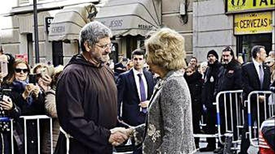 La reina Sofía cumple con la tradición de visitar al Jesús de Medinaceli en Madrid