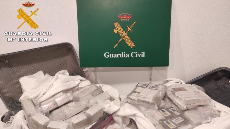 Detingut un jove de 19 anys que intentava passar la frontera a la Jonquera amb més de 50 quilos d'haixix