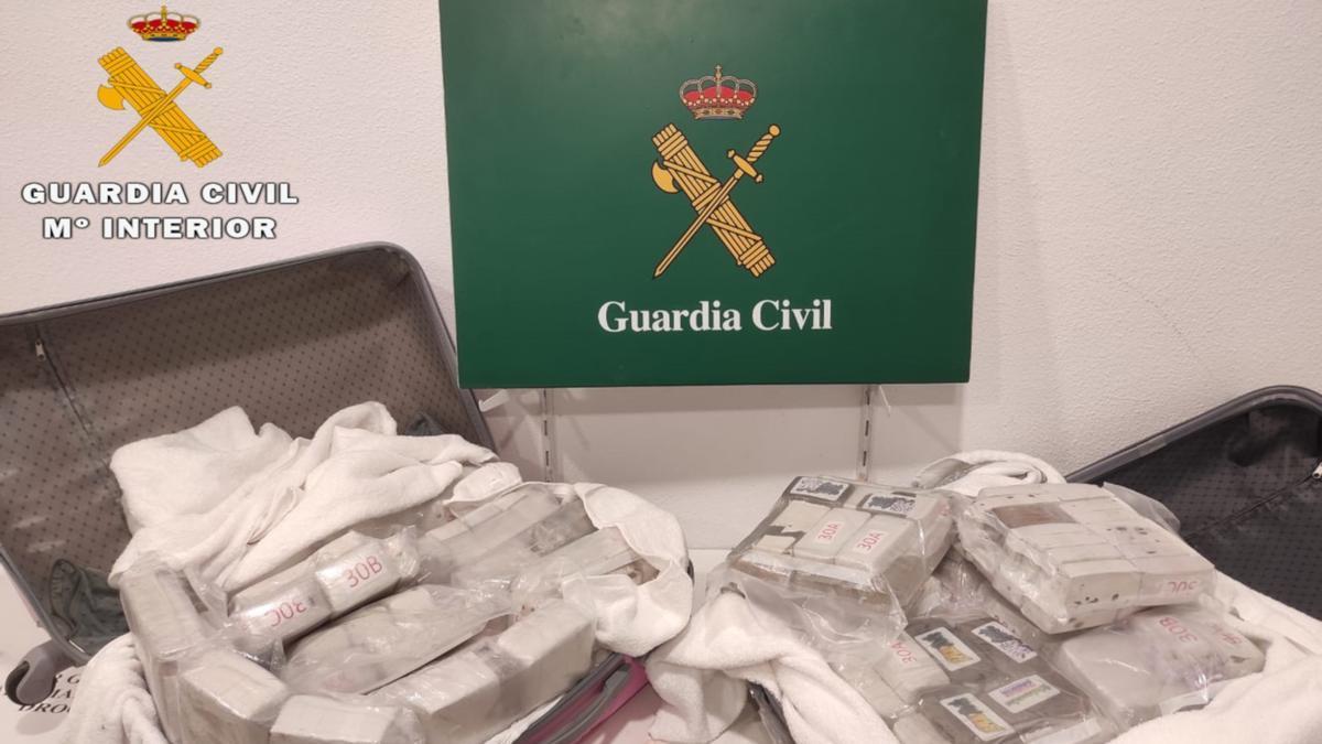 Droga interceptada en les dues maletes