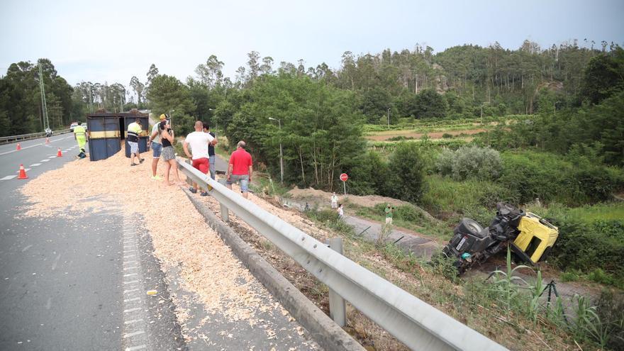 Cuatro camiones sufren tres accidentes en O Porriño