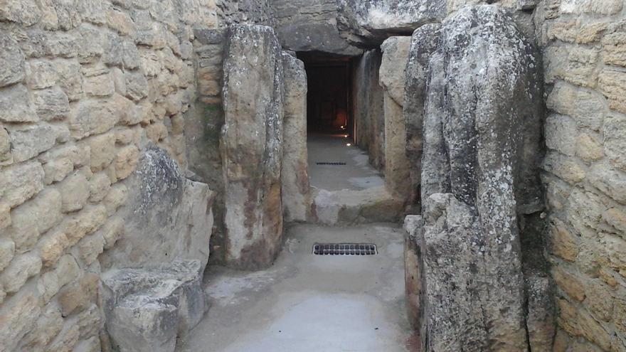 """Un estudio señala daños provocados en los dólmenes de Antequera por """"criterios inadecuados"""" desde 1840"""