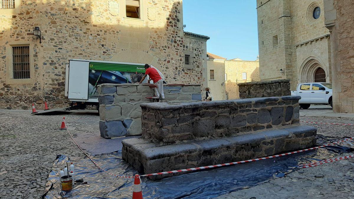 First works in the Plaza de Santa María de Cáceres.