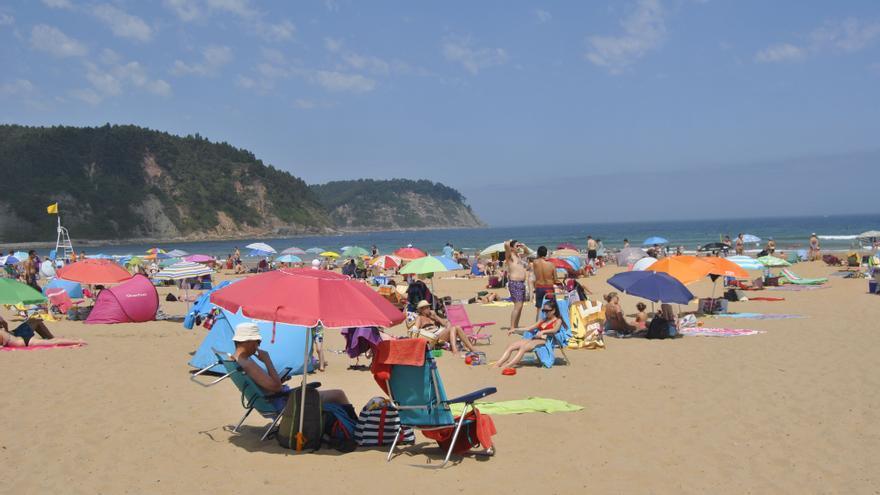 Habrá nuevas limitaciones al acceso a las playas este verano, avisa la jefa de Tráfico