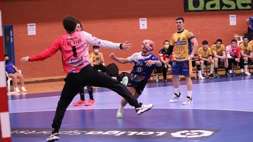 El Balonmano Benidorm recupera sensaciones ante un débil Villa Aranda (32-19)