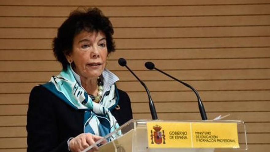 """Isabel Celaá llama a  """"reflexionar"""" sobre el Plan Bolonia"""