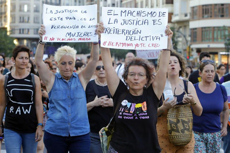 Concentración en protesta por la libertad para 'La manada'