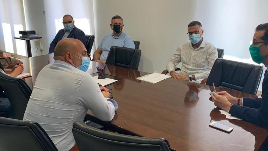 El alcalde de Elda respalda al personal de la contrata de mantenimiento del hospital