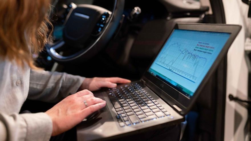 DGT | Este es el dispositivo de seguridad de los aviones que se incorporará a los coches nuevos a partir de 2022