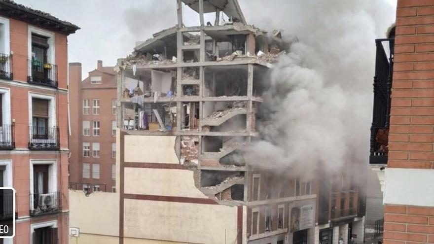 Almenys tres morts per una explosió de gas en un edifici al centre de Madrid