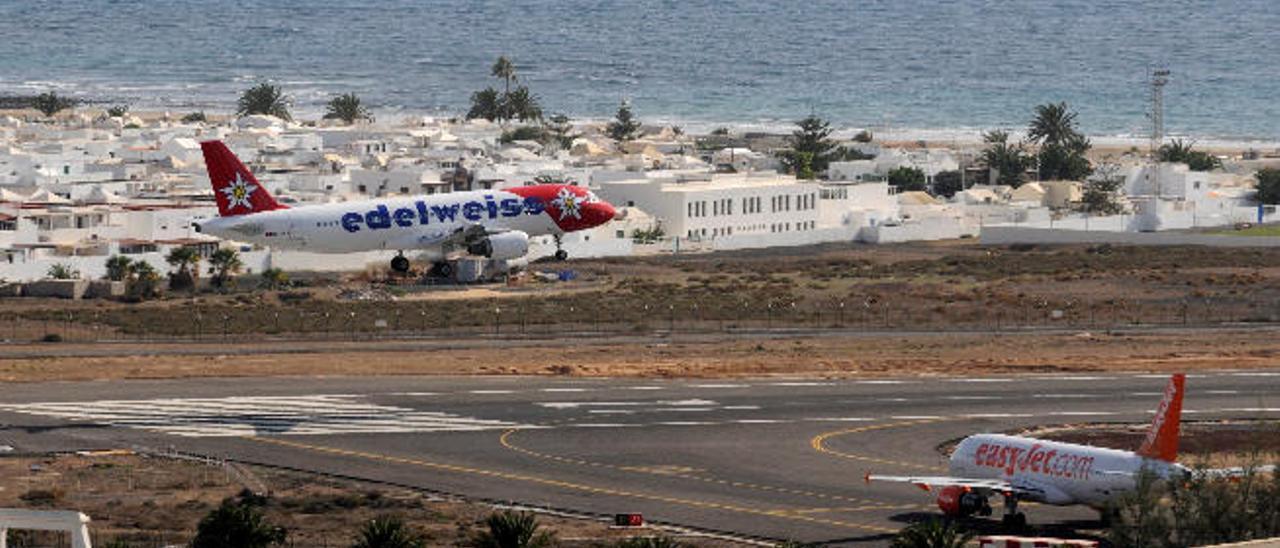 Construir un nuevo aeropuerto obliga a trasladar el actual aeródromo militar