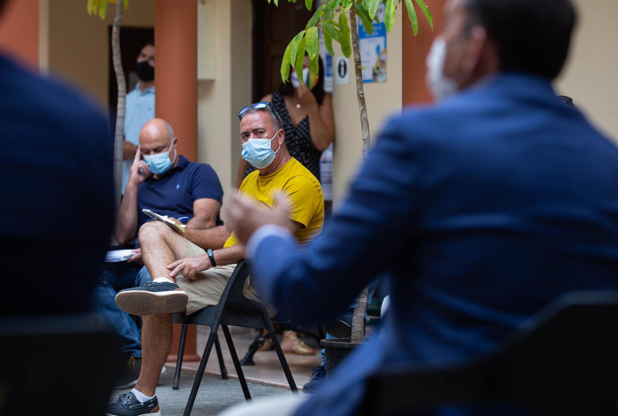El alcalde José Manuel Bermúdez se reúnes con los vecinos de Taganana por el puente de San Andrés
