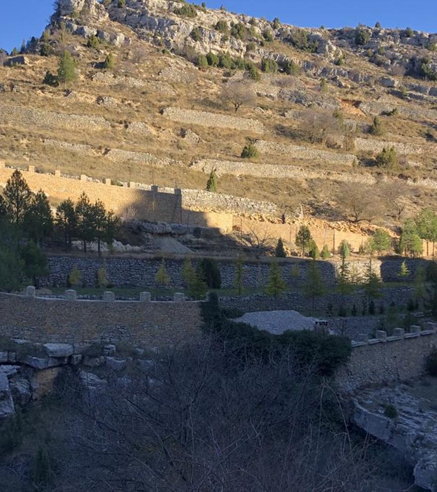 Así es la 'muralla china' que un vecino ha construido en la Comunidad Valenciana