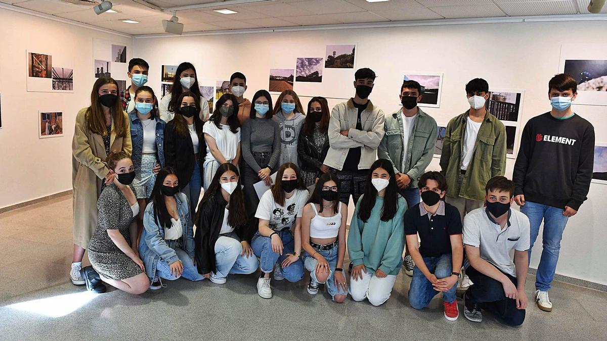 Venta solidaria de fotos de los estudiantes del Manuel Murguía   VÍCTOR ECHAVE