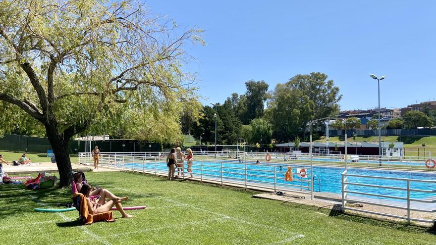 Facua pide una investigación por la contaminación en la piscina