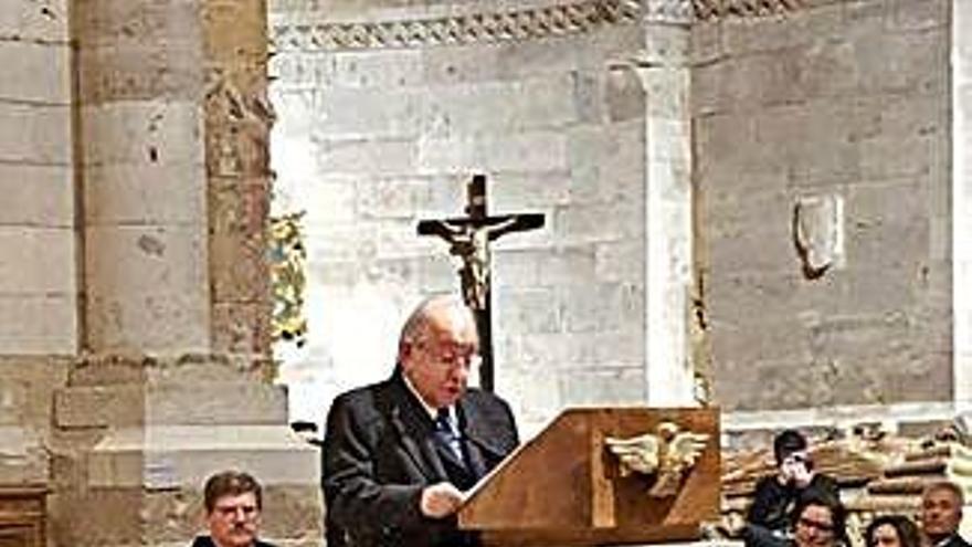Jesús de la Sota Calvo pronuncia el pregón de la Semana Santa de Toro, ayer noche en la Colegiata.