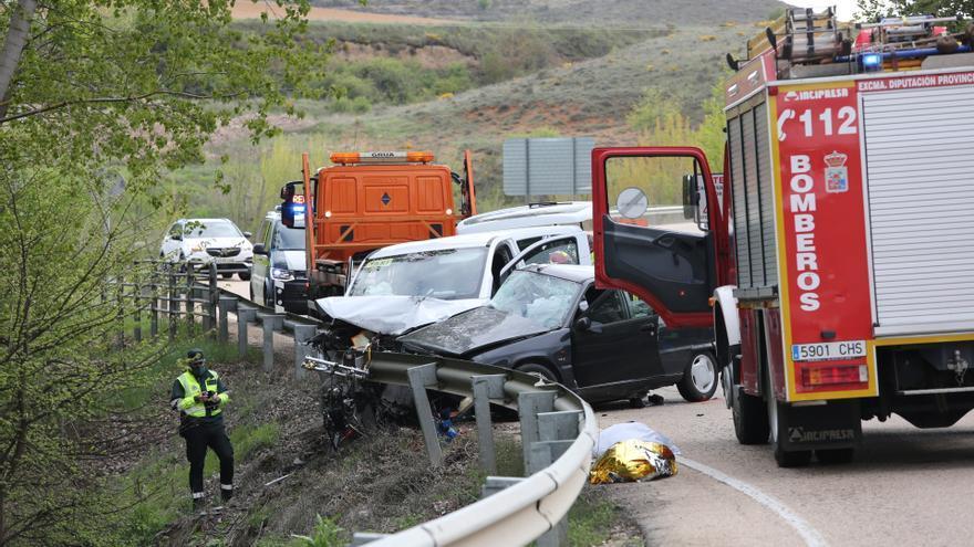 Dos muertos y tres heridos graves en una colisión entre un turismo y una furgoneta en Almazán (Soria)