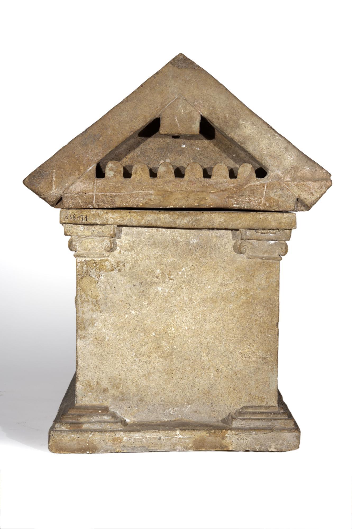 Urna cineraria en forma de templo.jpg