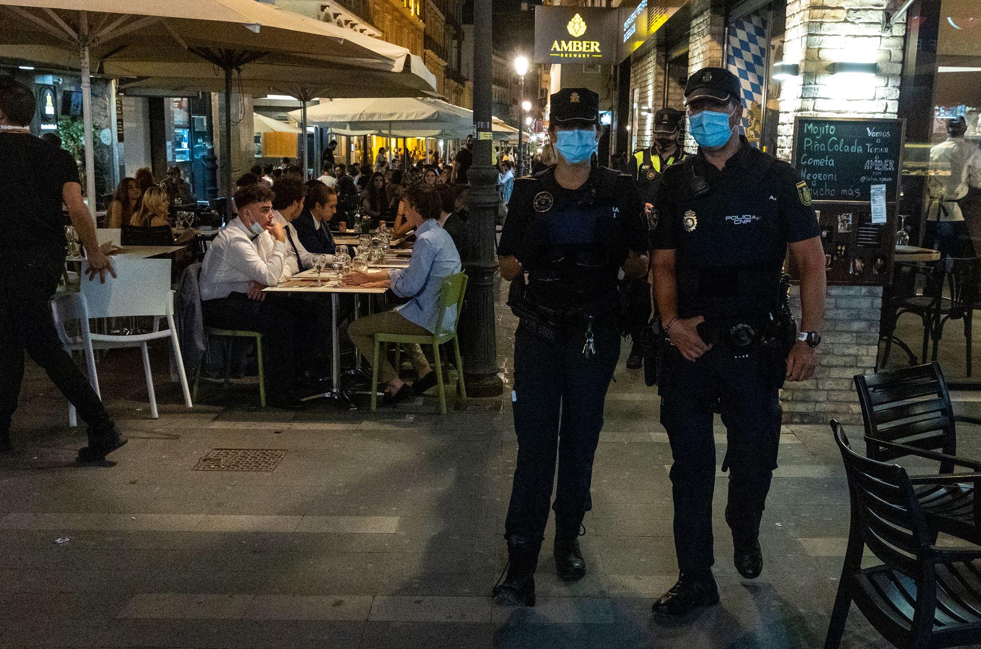 Máxima presión policial contra los botellones para frenar los contagios de covid en Alicante