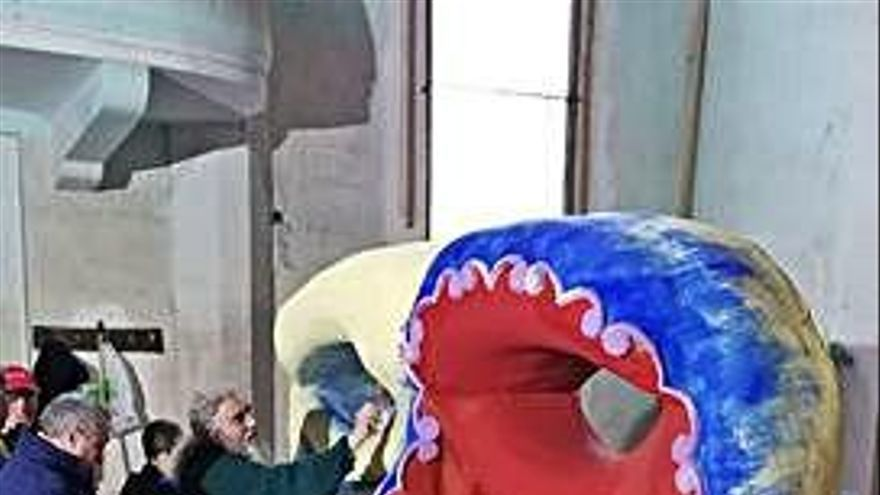 La máscara de carnaval de la asociación de carrocistas adornará el Arco del Reloj de Toro