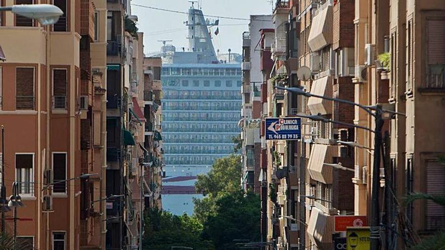 El Puerto negocia con dos navieras que quieren traer cruceros nacionales a Alicante