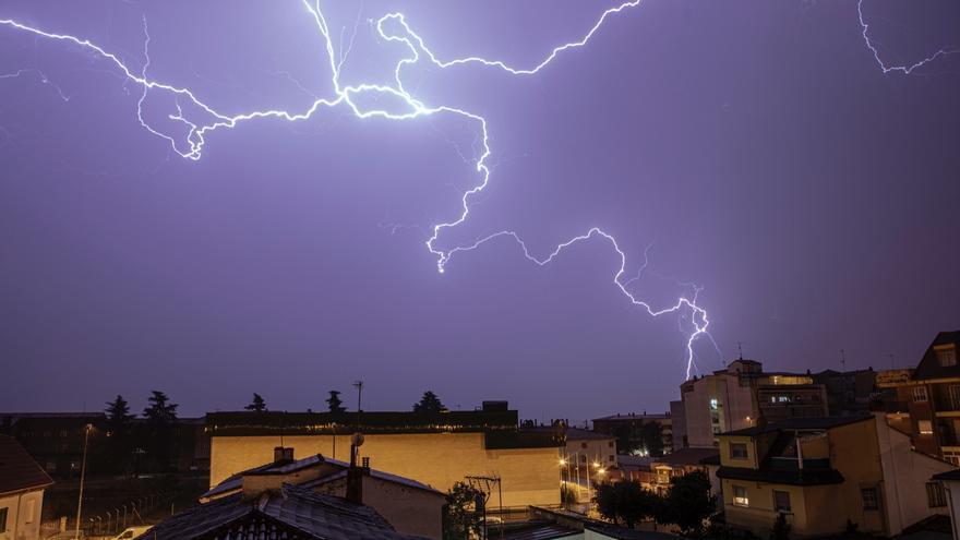 El tiempo en Zamora hoy, miércoles | Doble aviso amarillo: por lluvia y por tormentas
