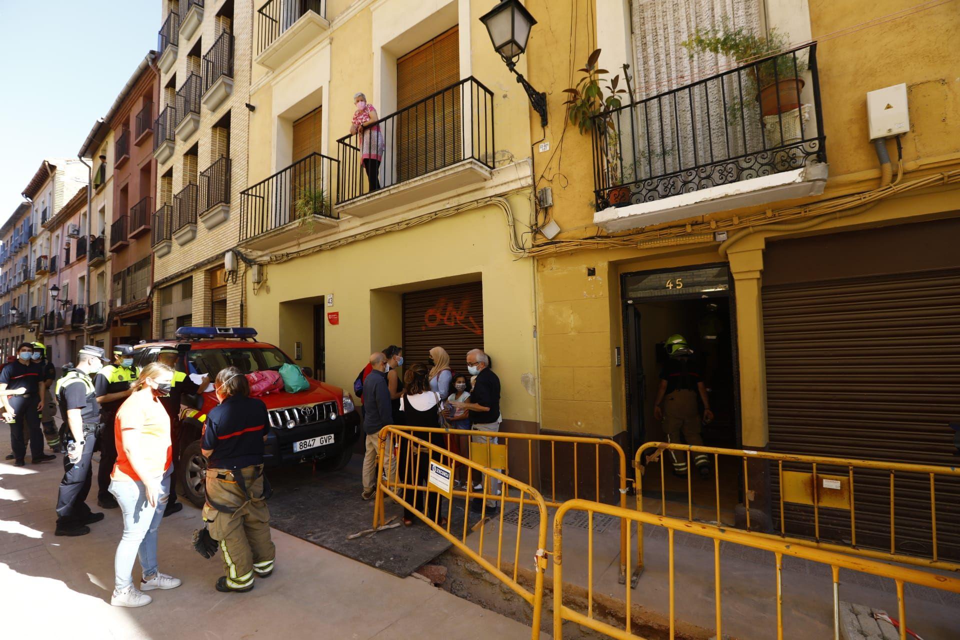 Desalojado un piso de la calle Boggiero de Zaragoza tras el derrumbe de un falso techo