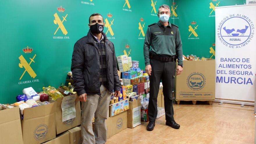 La Guardia Civil entrega media tonelada de alimentos a Banco de Alimentos del Segura