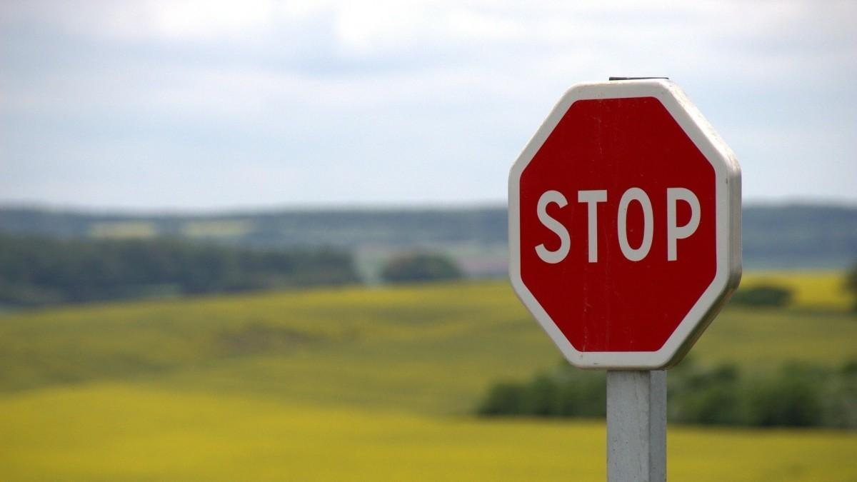 ¿Cuál es la multa por saltarse un stop?