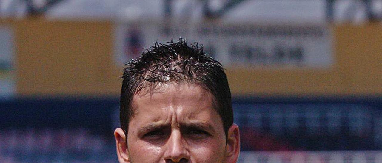 El vicealcalde, Héctor Suárez, cuando ejercía de árbitro en Segunda B en 2010. | | LP/DLP