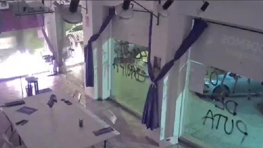 Investigan quién está detrás del lanzamiento de un artefacto a la sede de Podemos de Cartagena