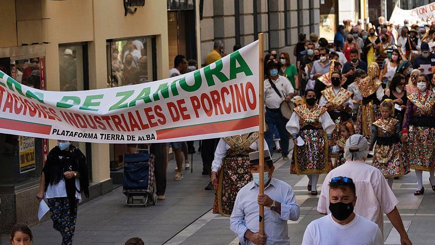 Carbajales de Alba clama en Zamora contra la granja industrial de porcino