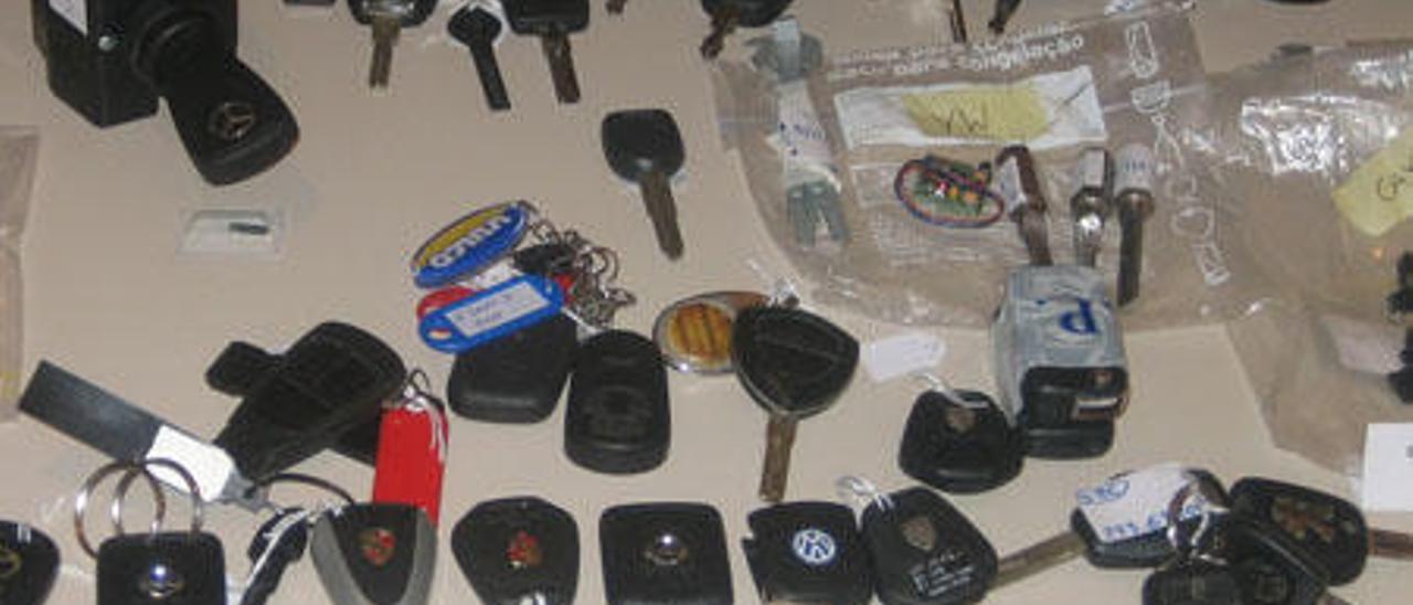 Llaves que abren todo tipo de coches.