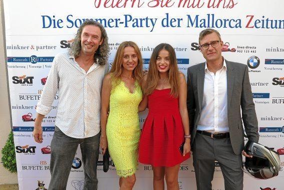 MZ-Redakteure Ingo Thor und Lars Kreye sowie MZ-Layouterin Dolores Humanes mit ihrer Tochter