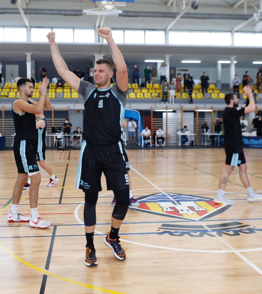 El CB Sant Antoni luchará por subir a la LEB Plata: así celebran la hazaña histórica del baloncesto ibicenco