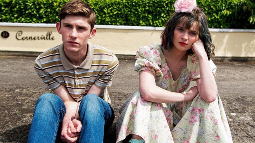 """""""Dating Amber"""", el amor platónico de un chico gay y su novia fingida en la Irlanda de los 90"""