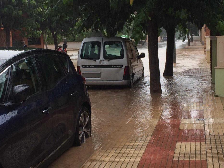 Otra calle de Sax donde la lluvia ha descargado con fuerza