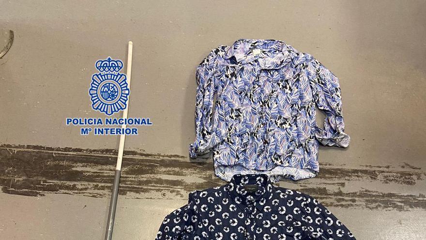 Detenida una pareja por robar la ropa del escaparate de una tienda del centro de Murcia