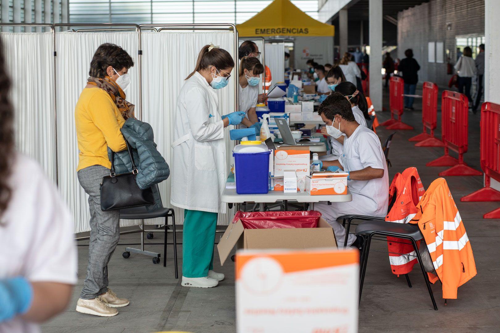 GALERÍA | Primera jornada de vacunación masiva en Ifeza