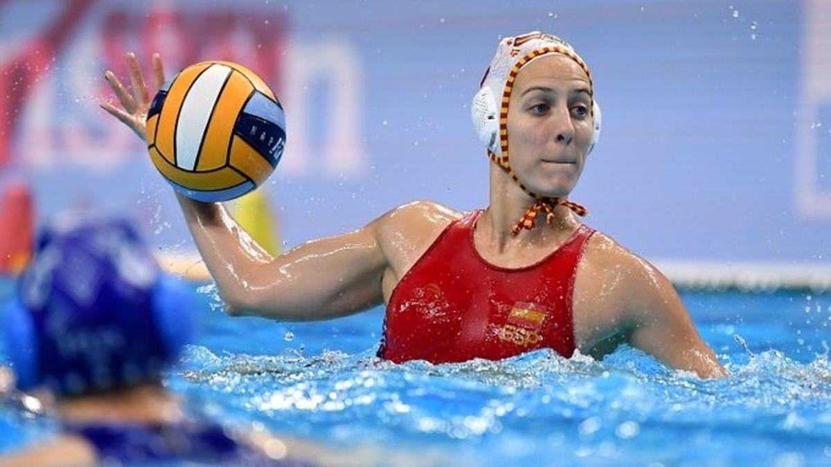Las selección femenina de waterpolo gana a Canadá.